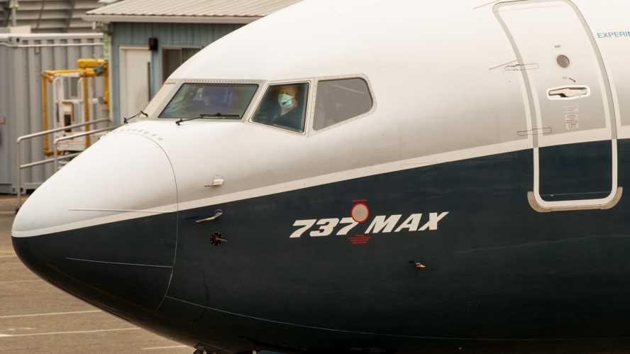 تعاني شركة Air Canada Boeing 737 Max من مشكلة في المحرك: الطيران 24