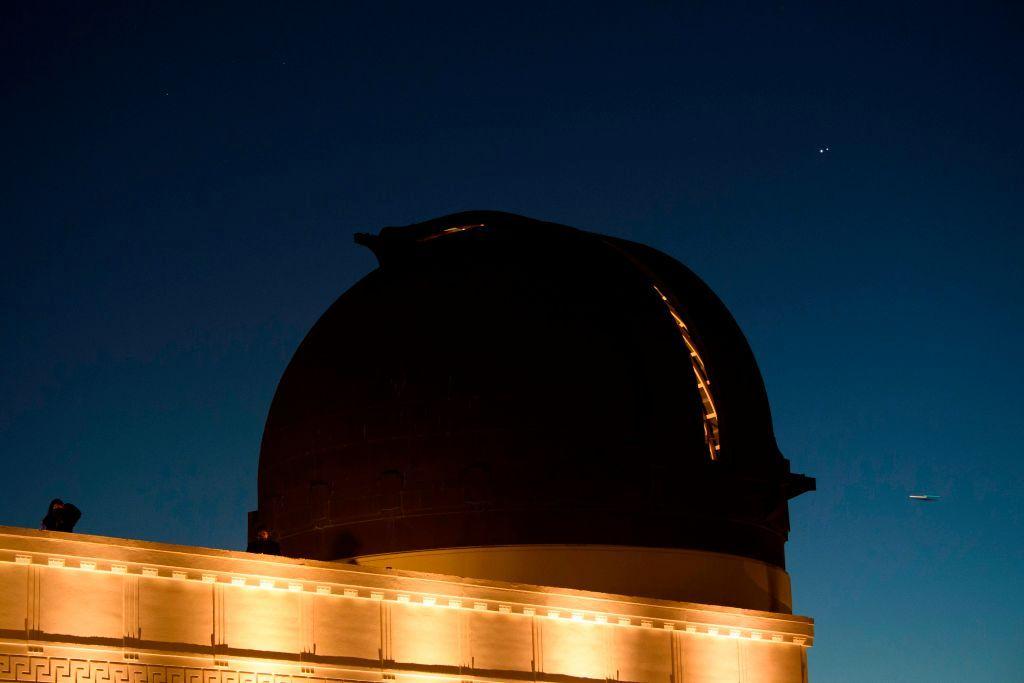 Aquí se explica cómo detectar la rara conjunción de Júpiter, Mercurio y Saturno en el cielo esta noche.